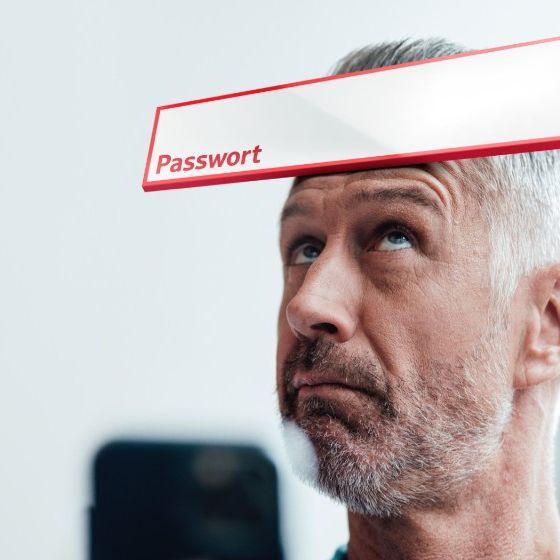 Junge Frau nutzt auf ihrem Smartphone Online-Banking mit pushTAN.