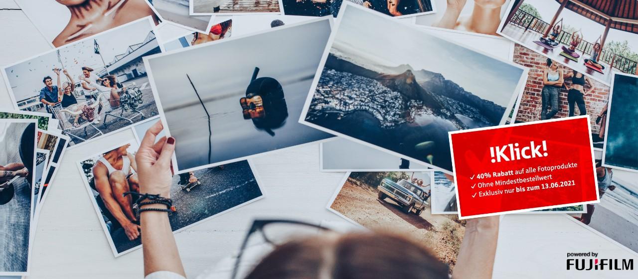 Viele Fotos auf einem Tisch